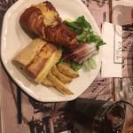 PAUL - 惣菜パンのランチセット@1080この後エクレール追加、これも美味