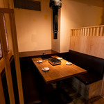 焼肉永秀 - 人気♪仕切りのある半個室風のお席です。