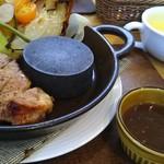 ポポット - 豚コンフィのステーキ、コーンスープ、ライス