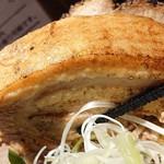 113017856 - 「特製熟成煮干し中華そば」の豚バラチャーシューのアップ