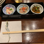 北野水産 - 料理写真:お通しと煮干しの箸置き