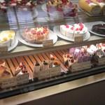 ベリーズ - たくさんの種類のケーキ