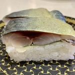 はま寿司 - 「鯖の押し寿司」は、好きなネタです!!なかなか分厚い♡