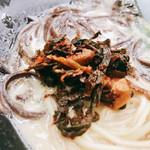 基山パーキングエリア(上り線)スナックコーナー - 受け取り横の辛子高菜が良い仕事するね〜