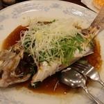 南京町 友好飯店 - 鯛の姿蒸し