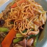 113038464 - 麺に餡が絡まって美味しいのだ。