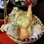 御食事処 朱鷺 - 海老と野菜の天ぷら