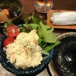 喜 - お通しの煮物(\300)、ポテトサラダ(\390)