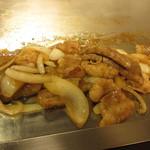 千恵 - 料理写真:カルビ+ホルモン+玉ねぎ
