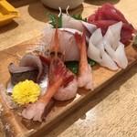 和礼寿司 - お造り盛り合わせ(まぐろ、アジ、いか、かんぱち、甘エビ) 1000円