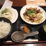 中国酒菜 凛 - 日替わりランチ ホイコーローとビーフンサラダ