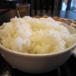 中華料理 虎哲 - ごはんの量はしっかりあります。