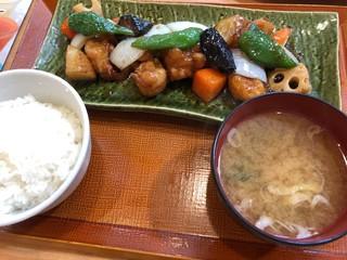 菜々家 朝日店 - 彩り野菜と真鱈の黒酢あん定食