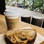 生瀬ヒュッテ - 料理写真:ざっくりベイクしたホットサンドイッチをいただきます(о´∀`о)粒マスタードとハムとチーズ。シンプルがいい。