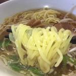 阿佐 - 人肌のような柔らかな感触の麺 上品なスープによく絡む