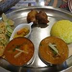 クマリ レストラン - タリセット♪野菜カレーとチキンカレー♪