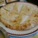 クマリ レストラン - チーズナン♪に変更(+200円)