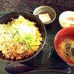 横濱人 - 鶏玉そぼろ丼
