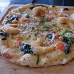 アティック - 海老のフリッターと彩り野菜のマヨネーズピッツァ