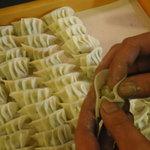 大衆餃子居酒屋 餃子家 龍 - 毎日手作り 自家製餃子★愛情込めてつつんでいまーす。