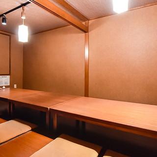 シンプルながらも粋な店内には、カウンター席~個室までご用意。