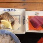 魚正宗 - 変わったスタイルの太刀魚の塩焼き