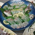 あさひ丸 - 本日の刺身盛り合わせ天然真鯛、地あじ、はも湯引き、エビ、タコサラダ