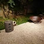 東京 土山人 - 地下から望む庭。