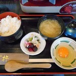 食房 杵 - 「卵とじ定食」のご飯 他