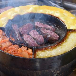 【他店では味わえない!】特注の鉄板で焼き上げる本格焼肉♪