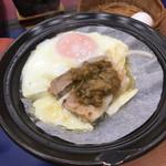 菊水 - 豚肉の味噌焼きに生卵を乗せてみました