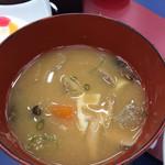 菊水 - 具沢山の味噌汁です。豚肉がない豚汁です。