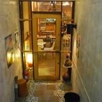 我楽茶堂 - お店は階段を降りた地下にあります