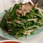 北京亭 - 肉野菜炒め。てんこ盛り、とはこのための言葉なり。