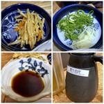 武蔵野うどん こぶし - ◆金平牛蒡が意外に美味しい。 ◆刻み葱と針生姜 ◆つゆは「昆布」や「鰹」などで出汁を取られ、旨みを感じる品。 ◆蕎麦湯では無く「割り出汁」が卓上に置かれています