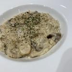 ラ テラス カフェ エ デセール - きのこリゾット ¥1100 アツアツ、混ぜて冷まそう。濃厚チーズおいひ〜(・ω・)