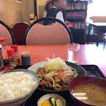 内田屋食堂 - テレビ観ながら焼肉定食