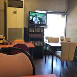 内田屋食堂 - テレビ観戦可能なアリーナ席