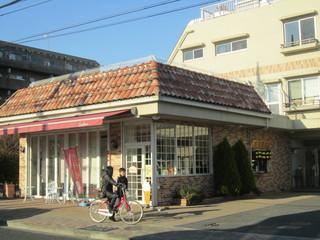 ベーカリー&カフェ ふぁんふぁーれ - 側方に妖怪焼き窓口があります