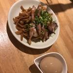 汁なし担担麺と魚介そば sirusi - おつまみメンマと味玉