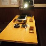 黒毛和牛 焼肉処 西矢 - 店内(テーブル席)