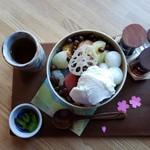 日本茶甘味処あずき - 白玉クリームあんみつ(800円)です。