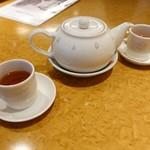 113137494 - 奈良の月ヶ瀬茶が、素敵なポットに入って登場!