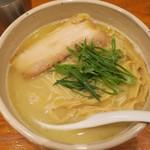 臥龍 - ・「軍鶏白湯らーめん(¥800)」