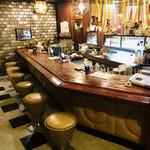 マヅラ喫茶店 - 奥にはBARカウンターまである