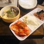 市場タッカルビ - ランチ限定の惣菜ビュッフェ!