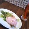 ザ モンキーチューズキッチン - 料理写真:セットのサラダとドリンク(烏龍茶)です