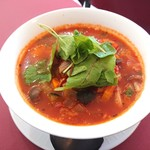 カフェ&ダイニング 沙久良 - ソーセージと地中海野菜の青じそトマトスープパスタ(日替わりメニュー)