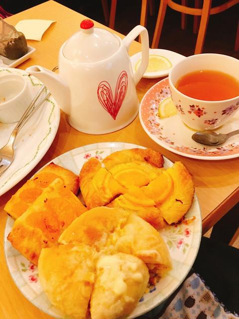 ブーランジェリ・エ・カフェ オブジェ - 食べやすい大きさに切ってそのままの大きさで出してくれます