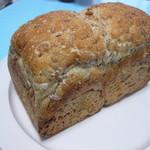なまけもののパン屋 - ライ麦の入った食パン